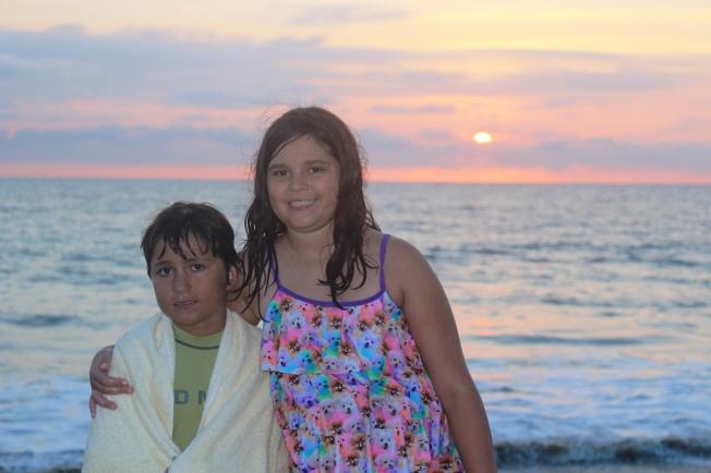 Beach_SunsetKids