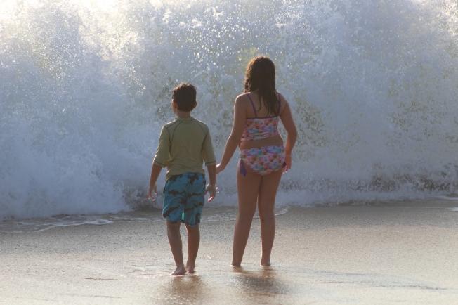 Beach_WaveSprayKids